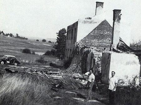 V roce 1965 byla škola zbourána a srovnána se zemí