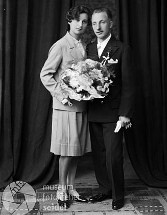 Jeho svatební fotografie, pořízené v českokrumlovském fotoateliéru Seidel dne 26. října roku 1929, tj. 3 dny před samotnou ženitbou