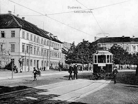 Lobkowiczovo náměstí po roce 1909, budova školy je druhá zleva