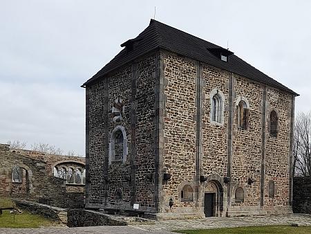 """""""Doppelkapelle"""", tj. dvojpatrová kaple chebského hradu a její dolní románská část"""