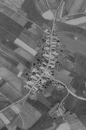 Hájek (Donau) u Všerub na leteckých snímcích z let 1950 a 2008