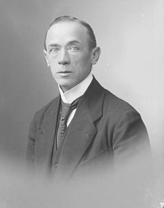 Jeho otec Benedikt Braun (1867-1927), schwarzenberský zámecký správce vČeském Krumlově