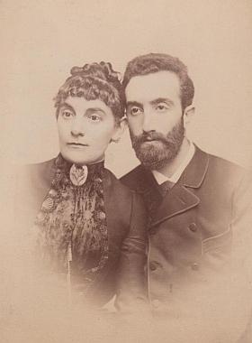 Jeho rodiče - matka Karoline zemřela při porodu dceřině roku 1888