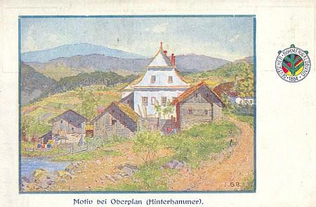Šumavský zaniklý dnes Zadní Hamr (Hinterhammer) nedalekoHorní Plané na pohlednici rovněž s jeho signaturou, užité ostatně i naobálce knihy Wilibalda Böhma Tief im Böhmerwald (1914)