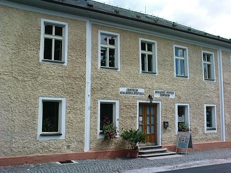 Dům čp. 168 v dnešní Jiráskově ulici v Horní Plané, kde oba bratři bydleli, je dnes sídlem Centra Adalberta Stiftera