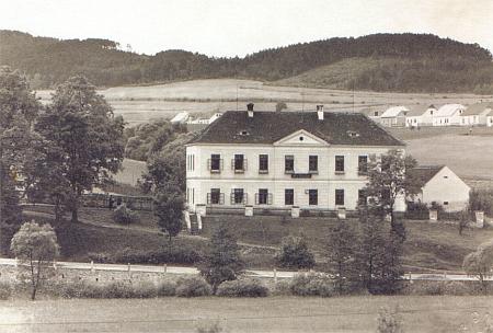 Německá škola v Kájově, kde působil v letech 1926-1935