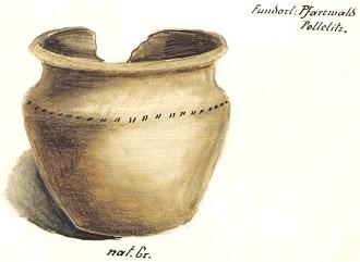 Keramická nádoba nalezená Brdlikem v roce 1930 vmohyle na pohřebišti vlesní trati Pfarrwald (Farský les) u Boletic