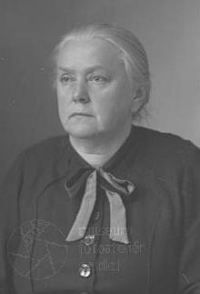 Pauline Brdliková na dvou snímcích z válečných let 1941-1942