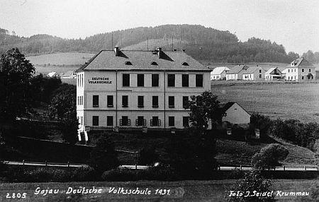 Budova školy po přestavbě na dalším Seidelově snímku z roku 1931...