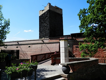 Chebský hrad  a Špalíček na náměstí v roce 2014