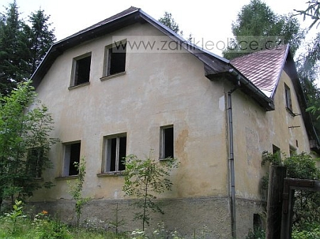 Z Hraničné dnes stojí jediný dům v areálu bývalé roty PS