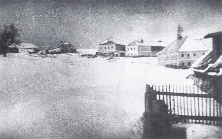 Mohutné selské statky vsi Krásná Pole na snímku z roku 1939