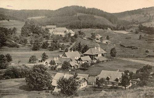 Jiná pohlednice, zachycující Stříbrné Hutě, které prý roku 1810 navštívil sám rakouský císař, někdy mězi oběma světovými válkami dvacátého století