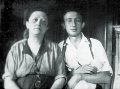 S maminkou Mathildou v roce 1930
