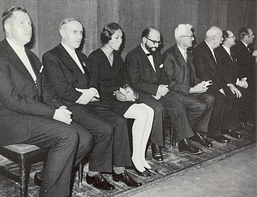 Roku 1969 byla udělena Broschovi, zde sedí třetí zprava, vedle něho čtvrtý zprava Sepp Skalitzky, Sudetoněmecká kulturní cena