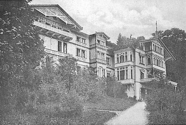 Tzv. Steigerwaldova vila v Rabensteinu, získaná r. 1912 Egonem z Poschingerů a rok nato stržená