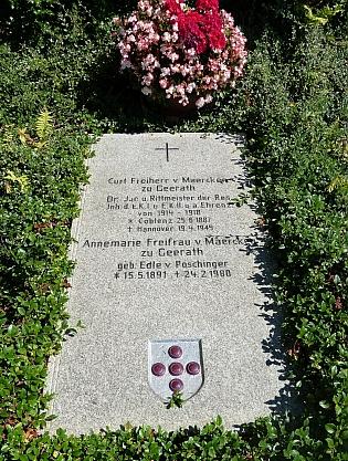 Hrob rodičů na hřbitově ve Frauenau