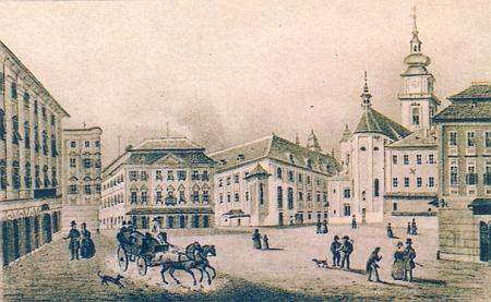 Farní náměstí v Linci (dnes již nestojící Brucknerův dům vedle kostela je označen x)
