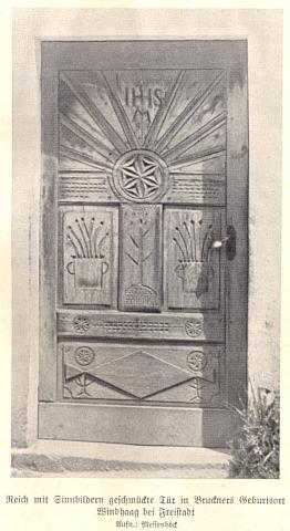 Dveře jednoho z domů ve Windhaagu v obrazovém doprovodu nacistického sborníku z roku 1939