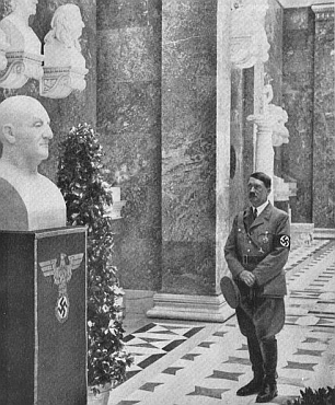 """V červnu 1937 byla v rámci 8. mezinárodního Brucknerova festivalu v Řezně odhalena v nedaleké Walhalle jeho bysta od sochaře Adolfa Rothenburgera - smekl tu toho dne 6. 6. (ďábelská čísla) i sám jiný Adolf, který se dával oslovovat """"Führer"""", za což (ani za ten symbol na podstavci) ovšem skladatel zhola nemůže"""