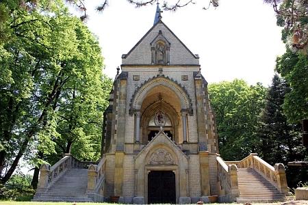 Buquoyská hrobka na hřbitově v Nových Hradech (viz i Anton Teichl)