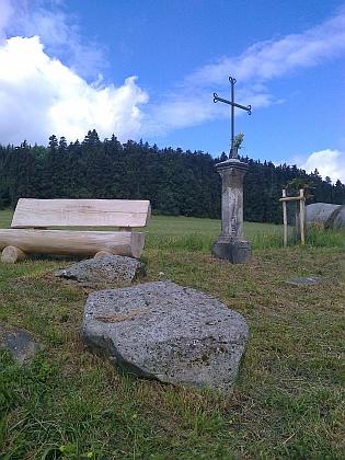 ... a opravený křížek ve Žlábku