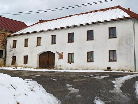 Otcův rodný dům čp. 4 v Křenově, sčítání lidu (1921) jsou rodiče Josef a Anna Bürgrovi včetně prvorozeného Franze zastiženi již na adrese Křenov 17, tento dům již v původní podoběnestojí