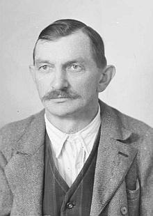 Tatínek Josef na snímku z roku 1943...