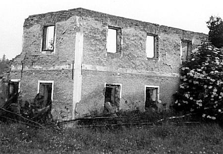 Trosky statku Kraunat v Bučí na snímcích z roku 1965 a 2009