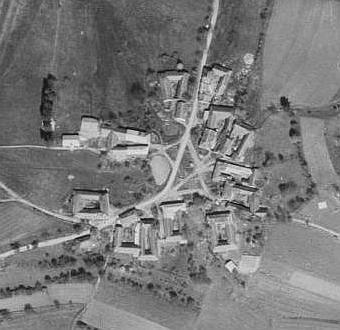 Lštín na leteckých snímcích z let 1947 a 2008 (viz i Gottfried Trnka)