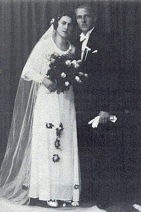 ... a rodiče Franz Burkon a Anna Burkonová, roz. Fürstová, na svatební fotografii z roku 1932