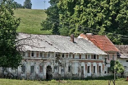 ... jakož i Vatětice - sluší se asi poznamenat, že když jeden z potomlů Müllerových usiloval po roce 1989o restituci a neuspěl, zastřelil se v Mouřenci před rodovou hrobkou svých předků, která byla vypleněna