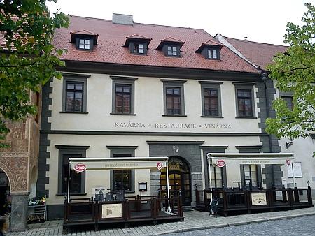 Jeho rodný dům na Velkém náměstí čp. 42/I. (restaurace Černý medvěd) v Prachaticích