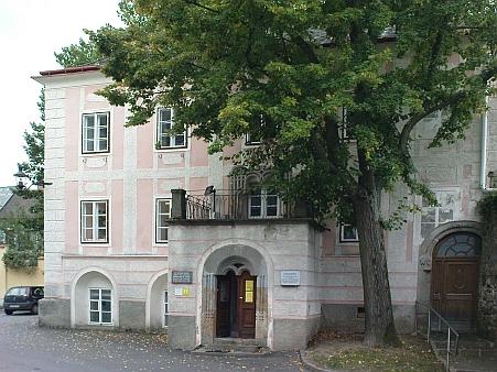Castellihaus ve Weitře (viz i Wilhelm Szabo)