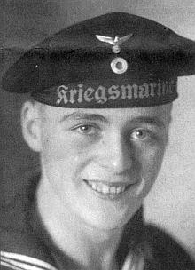 Na starém snímku v uniformě německého válečného námořnictva
