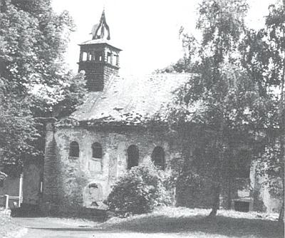 Stav kostela v Hamrech roku 1990...