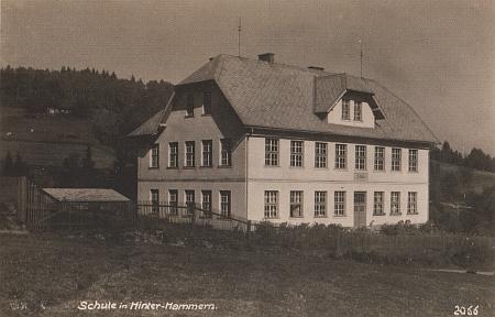 Německá škola v Hamrech, do jejíž budovy stačil ještě šestiletý chodit, poněvadž tam byla podle jeho slov umístěna i škola mateřská