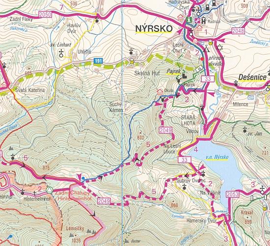 Rodné Zadní Chalupy na staré a nové turistické mapě,ještě bez hraničního přechodu Helmhof/Zadní Chalupy, který je už vyznačen na té třetí, nejnovější z nich