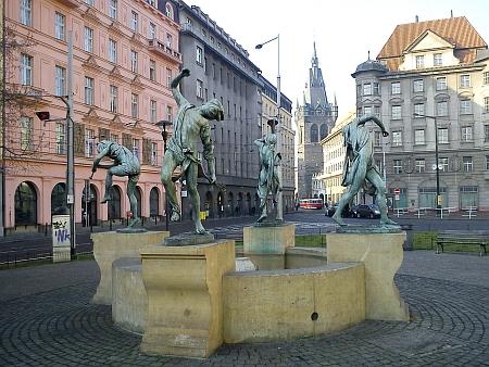 """... a takto vypadá realizace její fontány s názvem """"Čeští muzikanti"""" na Senovážném náměstí"""