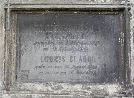 Rodinnou hrobku na českobudějovickém staroměstském hřbitově není možné identifikovat (pokud se vůbec alespoň částečně zachovala)
