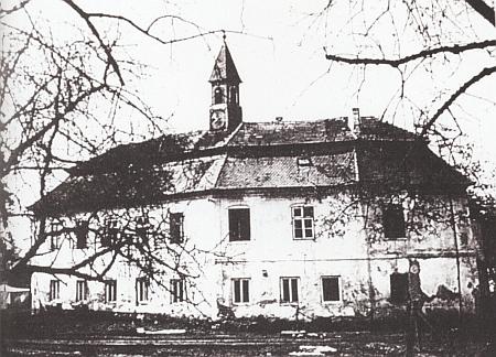 Zámek v Poříčí u Boršova nad Vltavou na nedatované staré fotografii...