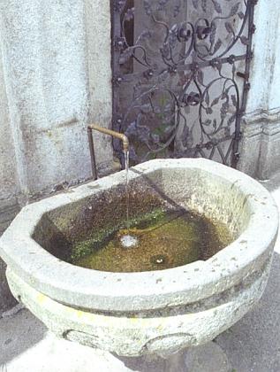 """Pramen """"dobré vody"""" pod monumentálním schodištěm dobrovodského kostela..."""