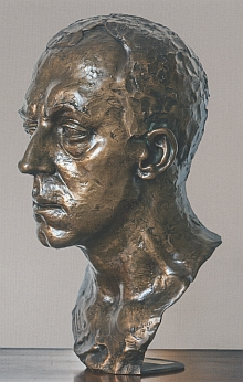 Jeho bronzová busta z roku 1914, jejímž autorem je sochař Gustinus Ambrosi