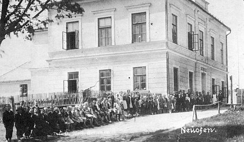 Škola v Nové Peci, do které chodila