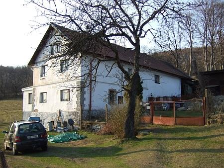 Někdejší německá škola v Jaroníně v roce 2012