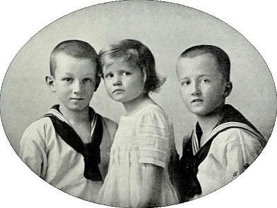 Jeho otec Felix Theobald Czernin na snímku z dětství spolu s bratrem Wolfgangem a sestrou, komtesou Annou