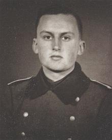Jeho starší bratr Karel Evžen musel v roce 1939 narukovat do wehrmachtu a padl už rok nato při vojenském tažení ve Francii rukou odstřelovače