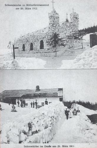 """Stará pohlednice se záběrem """"sněhového"""" kostela v Mitterfirmiansreut naproti Světlým Horám, který místní postavili (aby podtrhli nutnost nového kostela) ze sněhových závějí, jež se tu všude toho roku vršily ještě koncem března 1911, pochází ze sbírky Matthäuse Dannera (viz i Franz Grillinger)"""