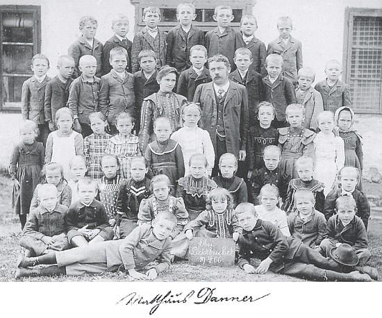 Se školáky z Horních Světlých Hor v roce 1906