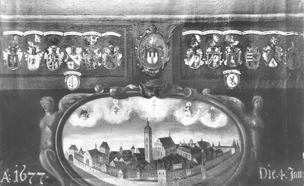 """Dva hned rodové erby Daublebskych napravo od znaku města, zpodobeného i se svými nebeskými ochránci doleji, symbolizují význam patricijské """"dynastie"""" pro barokové Budějovice"""
